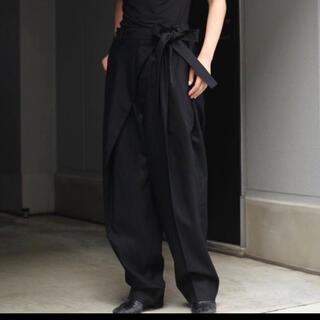 サンシー(SUNSEA)のSOSHIOTSUKI Wrap Knot Wide Trousers(スラックス)