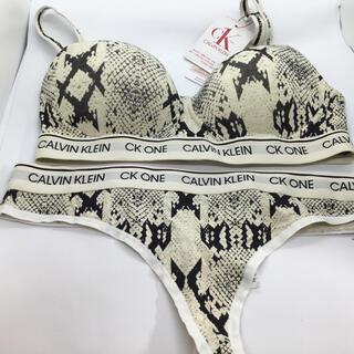 カルバンクライン(Calvin Klein)のCALVIN Klein S,XS ノンワイヤー カップ付 ブラショーツセット(ブラ&ショーツセット)
