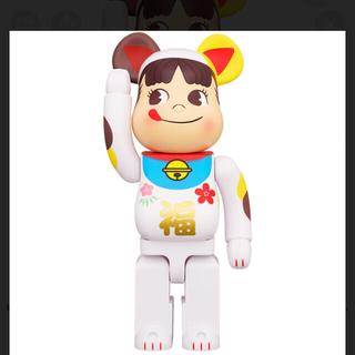 メディコムトイ(MEDICOM TOY)のBE@RBRICK ベアブリック 招き猫 ペコちゃん 福 1000%(フィギュア)