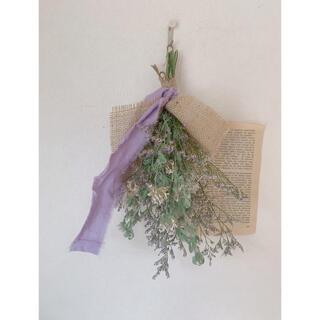ドライフラワー ブルーファンタジーとロータスの花のスワッグ(ドライフラワー)