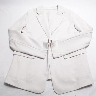ユニクロ(UNIQLO)のUNIQLO ジャケット レディース ホワイト(ノーカラージャケット)