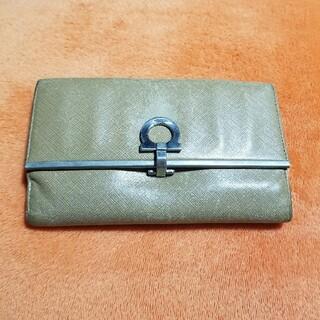 サルヴァトーレフェラガモ(Salvatore Ferragamo)の【中古】サルバトーレフェラガモ 二つ折り財布(折り財布)