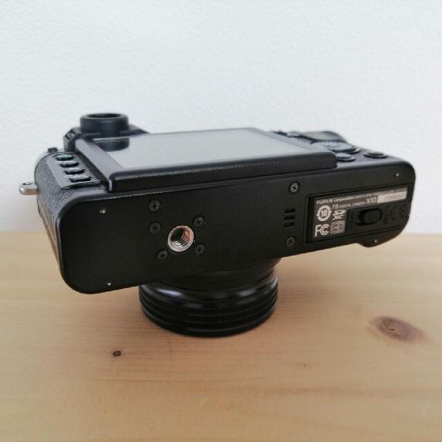 富士フイルム(フジフイルム)のFUJI FILM 富士フイルム X X10 レンズフード付き スマホ/家電/カメラのカメラ(コンパクトデジタルカメラ)の商品写真