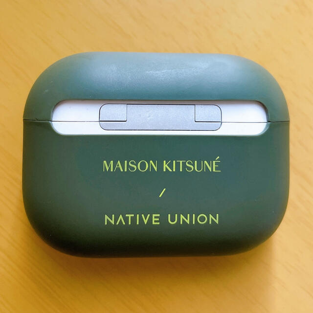 MAISON KITSUNE'(メゾンキツネ)のMaisonKitsune×nativeunion Airpodsproケース スマホ/家電/カメラのスマホアクセサリー(モバイルケース/カバー)の商品写真