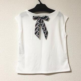 アンナケリー(Anna Kerry)のホワイト バックスカーフ リボンデザイン  トップス(カットソー(半袖/袖なし))