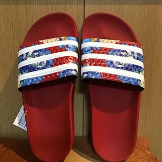 アディダス(adidas)のアディダス サンダル 花柄 シャワーサンダル レッド(サンダル)