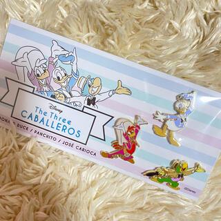 ディズニー(Disney)のディズニーストア☆三人の騎士☆非売品 ピンバッジ☆三騎士(バッジ/ピンバッジ)