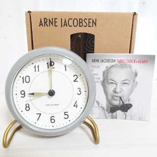 アルネヤコブセン(Arne Jacobsen)の【新品訳あり】 アルネヤコブセン ステーション グレー 置き時計 時計(置時計)
