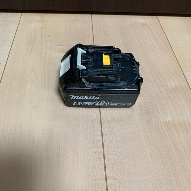 Makita(マキタ)のマキタ18v6.0ah スマホ/家電/カメラのスマートフォン/携帯電話(バッテリー/充電器)の商品写真