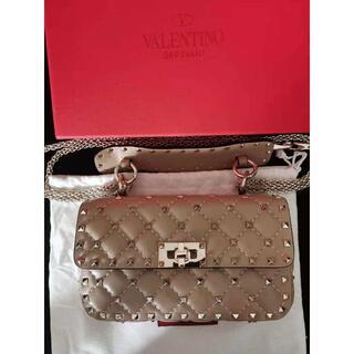 ヴァレンティノ(VALENTINO)のVALENTINO ロックスタッズスパイクナッパーレザー ミディアムバッグ(ショルダーバッグ)