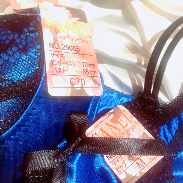 光沢 サテン★ブラC70  Tバック ショーツM レディースの下着/アンダーウェア(ブラ&ショーツセット)の商品写真