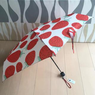 マリメッコ(marimekko)の新品 marimekko 折りたたみ傘 MANSIKKA マンシッカ(傘)