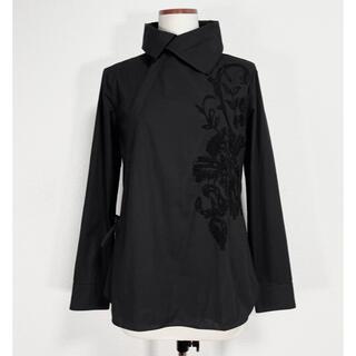 ヨウジヤマモト(Yohji Yamamoto)のヨウジヤマモト ワイズ y's 変形襟 花柄刺繍 チャイナシャツ ブラウス(シャツ/ブラウス(長袖/七分))