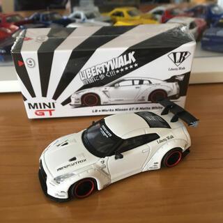 ニッサン(日産)の MINI GT LB★WORKS  ニッサン GT-R R35 GTウイング (ミニカー)
