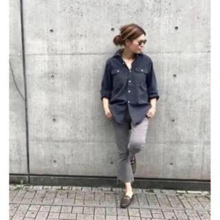 マディソンブルー(MADISONBLUE)のMADISON BLUE バックサテンシャツ  黒 ブラック(シャツ/ブラウス(長袖/七分))