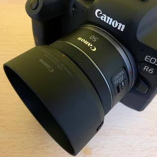 キヤノン(Canon)の新品同様 Canon RF 50mm F1.8 STM フード付き(レンズ(単焦点))
