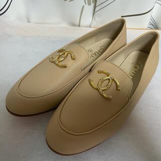シャネル(CHANEL)の試着のみ CHANEL シャネル CCロゴ ローファー サイズ37C ベージュ (ローファー/革靴)
