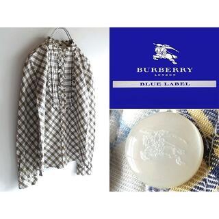 バーバリー(BURBERRY)のバーバリーブルーレーベル ピンタック バンドカラーフリルシャツ 38(シャツ/ブラウス(長袖/七分))