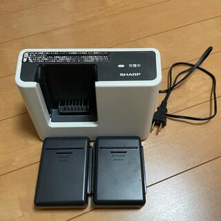 シャープ(SHARP)のEC-SX520の充電器とバッテリー2つ(掃除機)