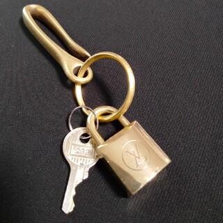 ルイヴィトン(LOUIS VUITTON)のヴィンテージ ルイヴィトン 旧タイプ 南京錠 鍵 233 鍵1本付 ベルトフッ(ネックレス)