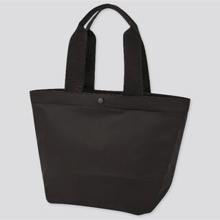 ユニクロ(UNIQLO)の《新品》ユニクロ ナイロントートバッグ 黒 新品タグ付き UNIQLO 正規品(トートバッグ)