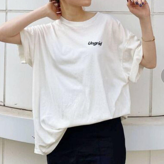 アングリッド(Ungrid)の最終価格 UngridバッグロゴデザインTee ホワイト新品タグ付き(Tシャツ(半袖/袖なし))