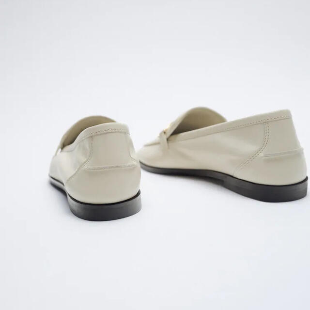 ZARA(ザラ)のZARA バックル付きレザーモカシン 37 レディースの靴/シューズ(スリッポン/モカシン)の商品写真