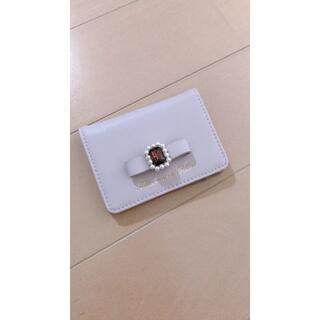 メゾンドフルール(Maison de FLEUR)のメゾンドフルール リボン&ビジュー付き カードケース(名刺入れ/定期入れ)