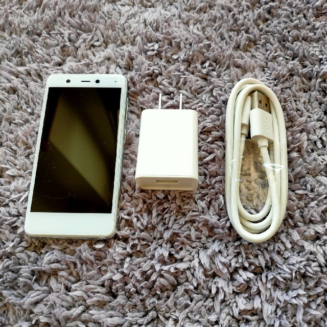 Rakuten(ラクテン)のRakuten mini クールホワイト スマホ/家電/カメラのスマートフォン/携帯電話(スマートフォン本体)の商品写真