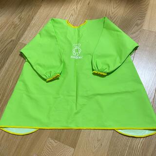 ベビービョルン(BABYBJORN)の美品 ベビービョルン エプロンビブ 日本正規品 スモック グリーン 黄緑(お食事エプロン)