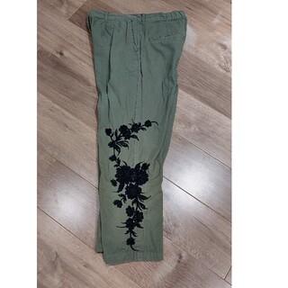 ザラ(ZARA)のZARA  カーゴパンツ 刺繍入り(ワークパンツ/カーゴパンツ)