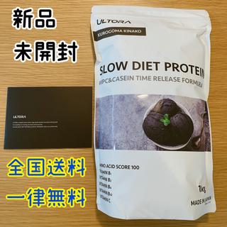 新品 ULTORA スローダイエット プロテイン 黒ごまきなこ 1kg  冊子付(プロテイン)