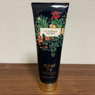 ヴィクトリアズシークレット(Victoria's Secret)の【新品】Victoria's Secret Midnight ivy(ボディローション/ミルク)