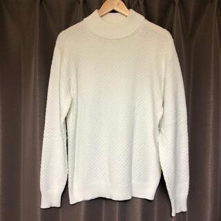 ユニクロ(UNIQLO)のユニクロ モックネックセーター オフホワイト Mサイズ(ニット/セーター)