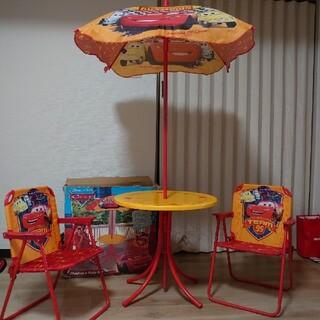 ディズニー(Disney)のカーズ キッズテーブル&チェア(2脚)セッ(テーブル/チェア)