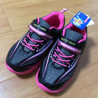 ニシマツヤ(西松屋)の未使用 西松屋 光る スニーカー 靴 19センチ(スニーカー)