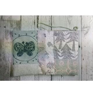 ミナペルホネン(mina perhonen)の爽やかなグリーンのブックカバー(ブックカバー)