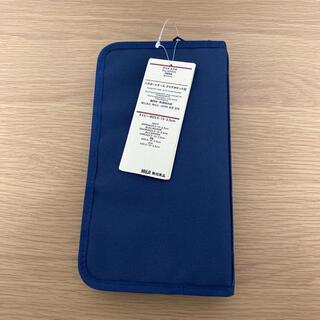 ムジルシリョウヒン(MUJI (無印良品))の無印良品 パスポートケース ネイビー クリアポケット3枚付(旅行用品)