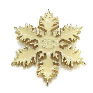 シャネル(CHANEL)のシャネル ピンブローチ 雪の結晶 ココマーク アイボリー ゴールド色 01A(その他)