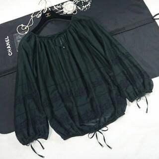 シャネル(CHANEL)のシャネル ブラウス❤️ロゴ➕カメリアお刺繍❤️レア品❤️(シャツ/ブラウス(長袖/七分))