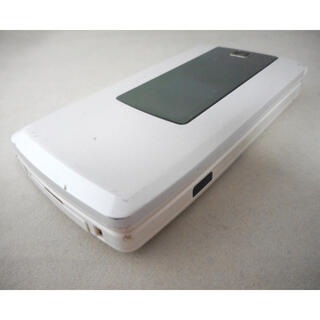 エルジーエレクトロニクス(LG Electronics)のL-03A FOMA パールホワイト★ドコモ中古携帯★ガラケーdocomo(携帯電話本体)