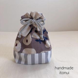 まんまるなお花が可愛いハンドメイドのリバーシブルのマチ付き巾着袋・コップ袋(外出用品)