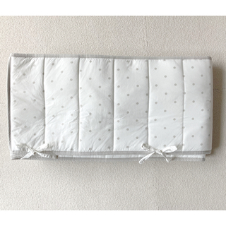 イケア(IKEA)のベッドバンパー/LENAST/グレー水玉模様/60×120 (ベビーベッド)