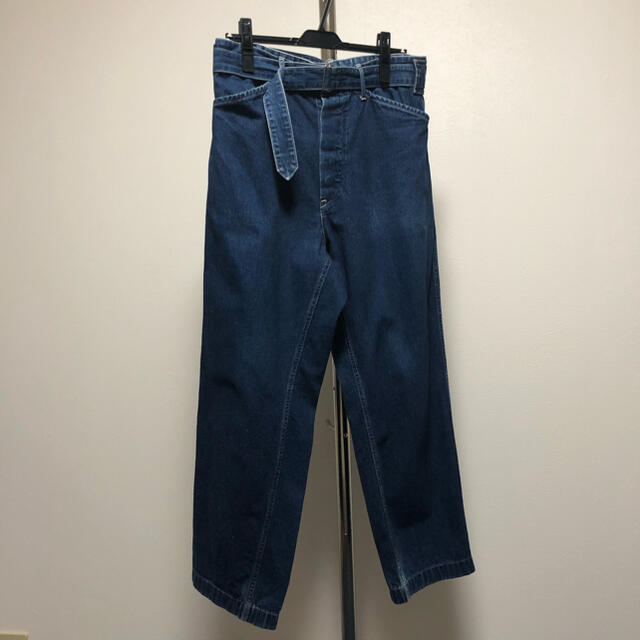 COMOLI(コモリ)のCOMOLI コモリ ベルテッドデニムパンツ メンズのパンツ(デニム/ジーンズ)の商品写真