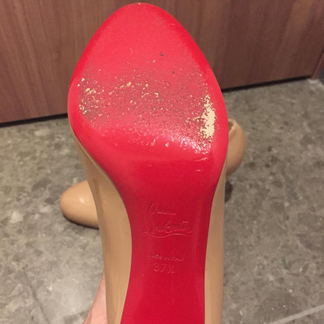 Christian Louboutin(クリスチャンルブタン)のクリスチャンルブタン☆ベージュパンプス レディースの靴/シューズ(ハイヒール/パンプス)の商品写真