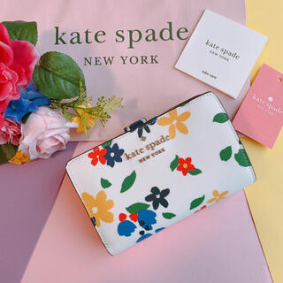 kate spade new york - 新品♡ケイトスペード kate spade 白 花柄 折 財布 春 かわいい