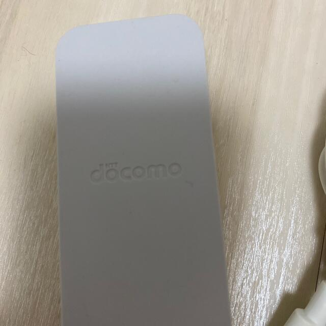 NTTdocomo(エヌティティドコモ)の【NTTドコモ純正】ACアダプタ 06 [Type-C]中古 動作品 スマホ/家電/カメラのスマートフォン/携帯電話(バッテリー/充電器)の商品写真