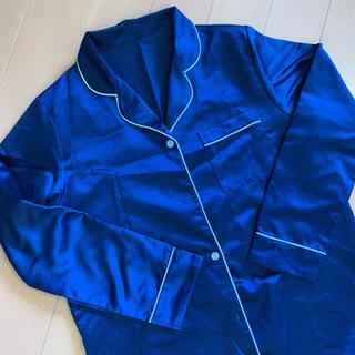 ジーユー(GU)のGU パジャマワンピース サテン ネイビー 紺 前開き 前あき 授乳パジャマ(パジャマ)