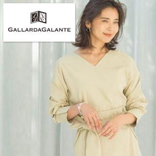 ガリャルダガランテ(GALLARDA GALANTE)のタックスリーブ✴︎Vネックハリ感ブラウス オークルベージュ(シャツ/ブラウス(長袖/七分))