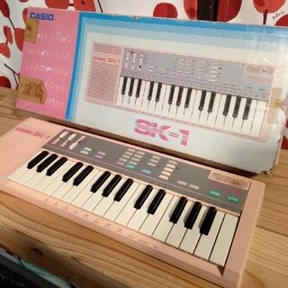 CASIO SK-1 ピンク サンプリングキーボード(キーボード/シンセサイザー)